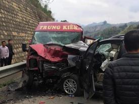 Tin mới vụ xe khách và ô tô đâm nhau kinh hoàng trên cao tốc