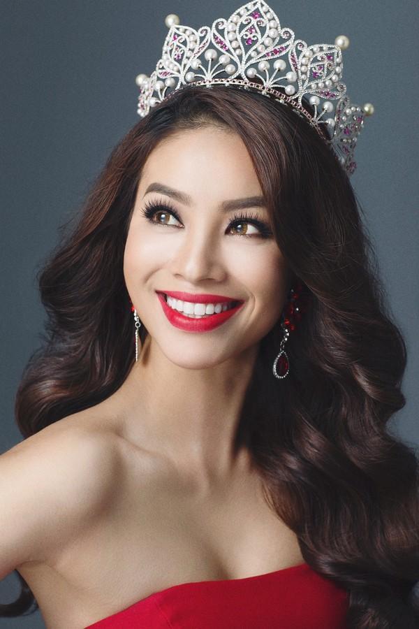 Hoa hậu Phạm Hương công khai đã đính hôn, vậy hôn phu của cô ấy là ai?-4