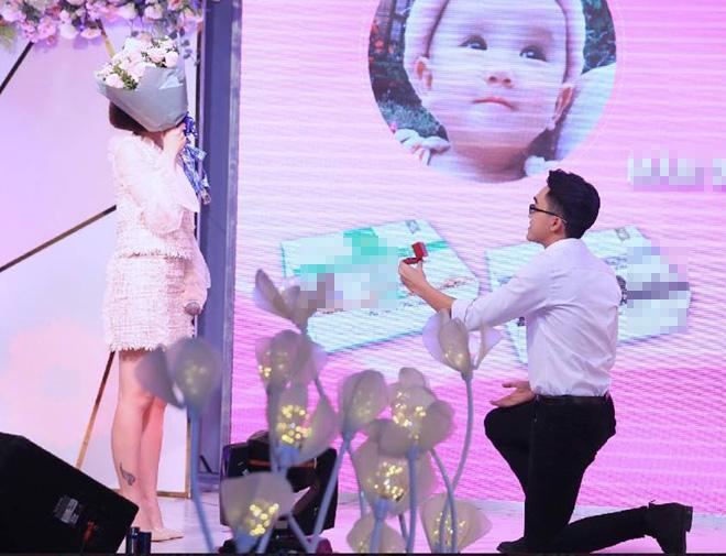 Sau 1 tháng được bạn trai cầu hôn tại sinh nhật 1 tuổi em gái, ái nữ của diễn viên 4 đời chồng tổ chức ăn hỏi-10