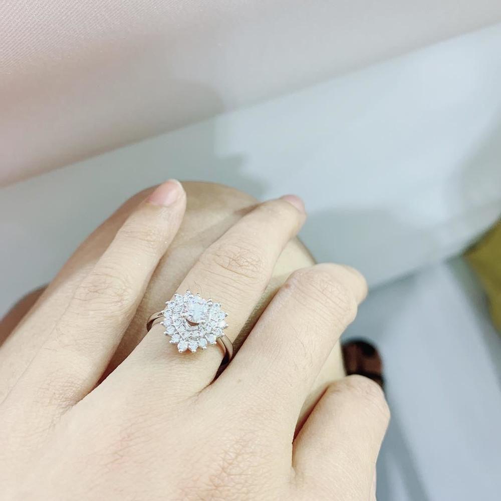 Chỉ trong 1 tháng, showbiz Việt chấn động vì những màn khoe nhẫn kim cương tiền tỷ của Phạm Hương, Hồng Quế, Lan Ngọc-8