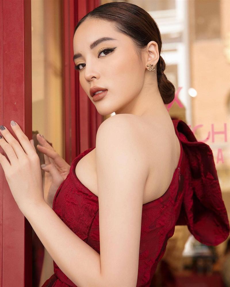 Được tặng quà đắt đỏ, Hari Won hết lời khen ngợi ông xã Trấn Thành đẹp trai trong ngày Valentine-7