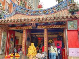 Cầu duyên ở ngôi đền thờ Nguyệt lão thiêng nhất Đài Loan