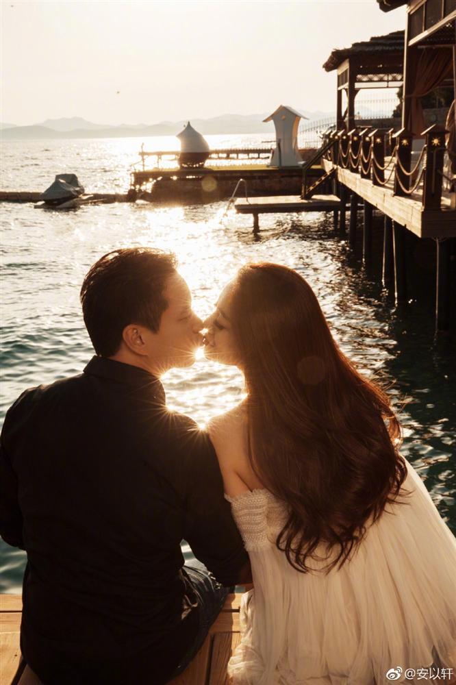 Valentine của sao Hoa ngữ: Ai cũng hạnh phúc bên người yêu, chỉ riêng Trương Bá Chi lại khác biệt-1