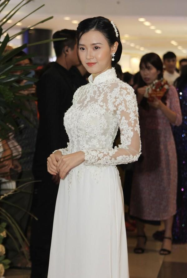 HHen Niê đẳng cấp sánh ngang mỹ nhân quốc tế - Ngọc Trinh hóa nàng dâu ĐẸP nhất thảm đỏ tuần qua-7