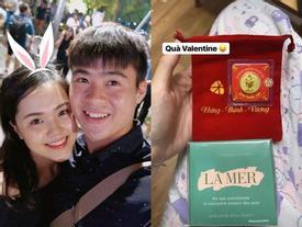 Bạn gái Duy Mạnh lại khiến dân tình 'lác mắt' khi khoe khéo 'combo quà khủng' người yêu tặng vào ngày Valentine