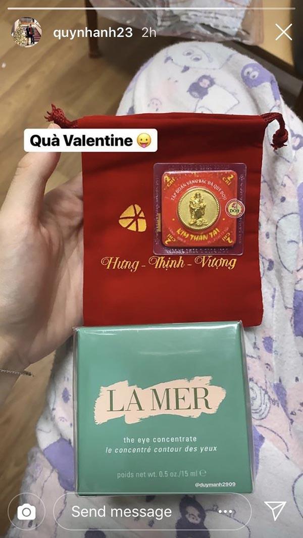 Bạn gái Duy Mạnh lại khiến dân tình lác mắt khi khoe khéo combo quà khủng người yêu tặng vào ngày Valentine-1