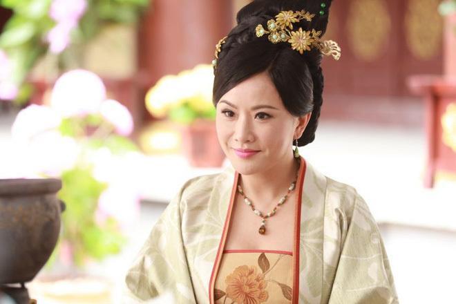Biểu tượng gợi cảm Hong Kong: Người cô độc về già, kẻ biến dạng vì dao kéo-6