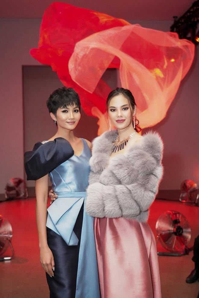HHen Niê đẳng cấp sánh ngang mỹ nhân quốc tế - Ngọc Trinh hóa nàng dâu ĐẸP nhất thảm đỏ tuần qua-1