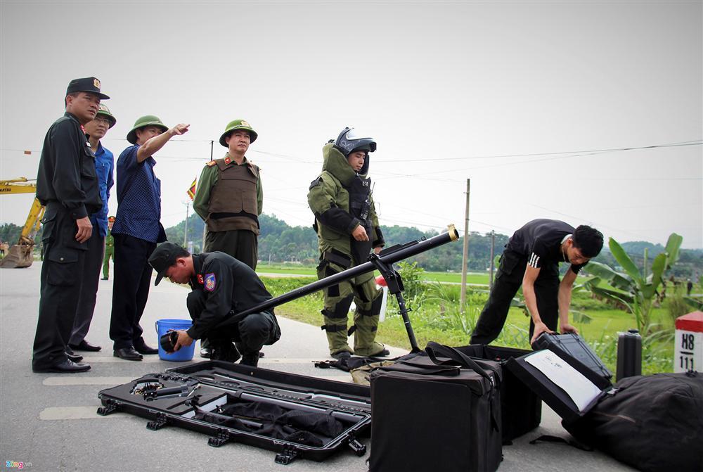 Khẩu súng của nhóm cố thủ trong ôtô suốt nhiều giờ đã lên đạn-1