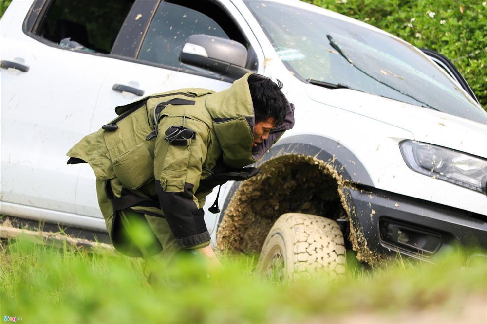 Khẩu súng của nhóm cố thủ trong ôtô suốt nhiều giờ đã lên đạn-4