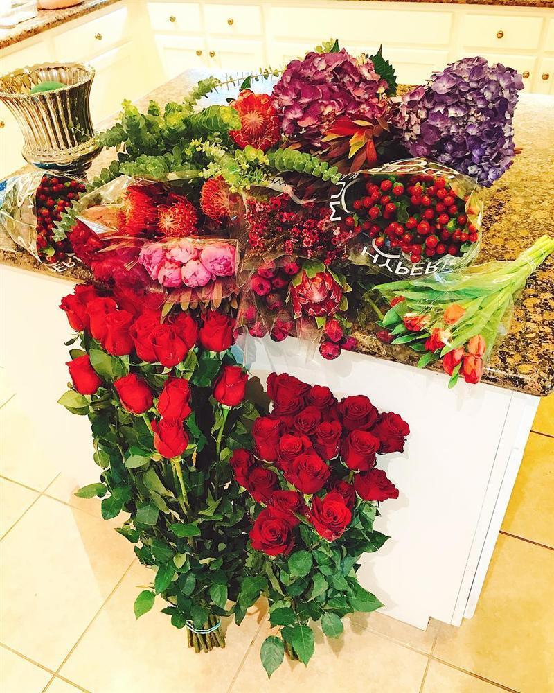 Sau khi xác nhận đính hôn vào ngày Valentine, cuộc sống của hoa hậu Phạm Hương có gì đặc biệt?-3