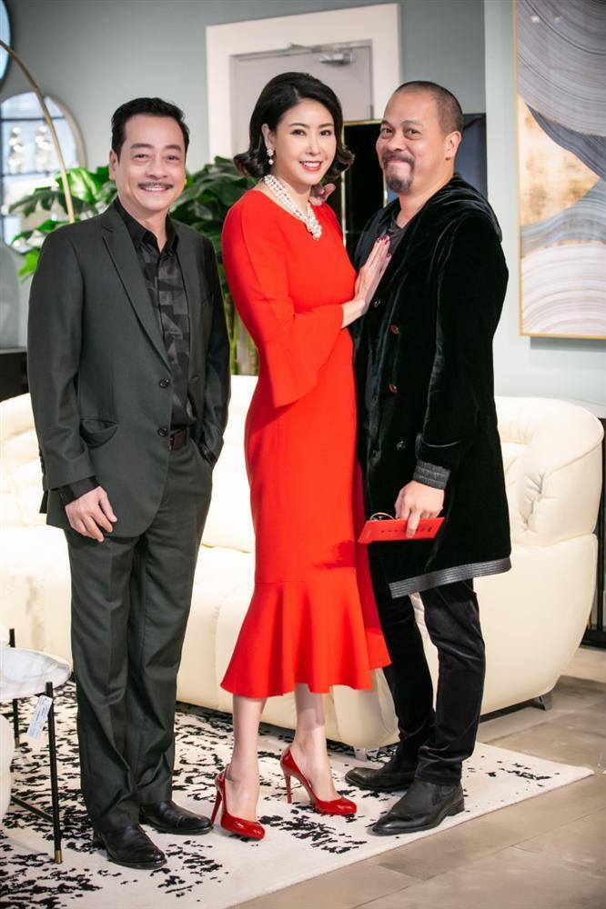 Doanh nhân Phượng Chanel xuất hiện lẻ bóng sau khi công khai đính hôn Quách Ngọc Ngoan-2