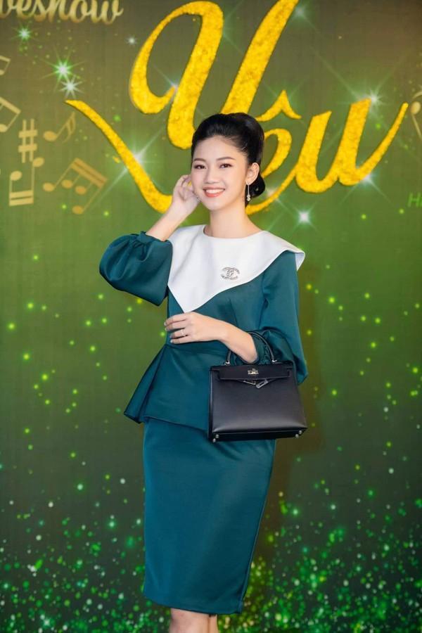 Mặc đầm xanh cổ vịt khó nhằn: Chi Pu, Hari nên học hỏi Hương Giang, Kỳ Duyên để không trở nên thảm họa-2