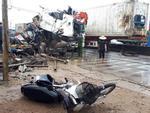 Người thoát chết khi xe container lao vào nhà: Tôi chạy theo phản xạ-1