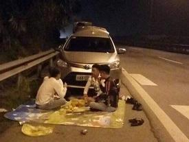 Ngồi ăn trên cao tốc và loạt hành động đùa giỡn giao thông nguy hiểm