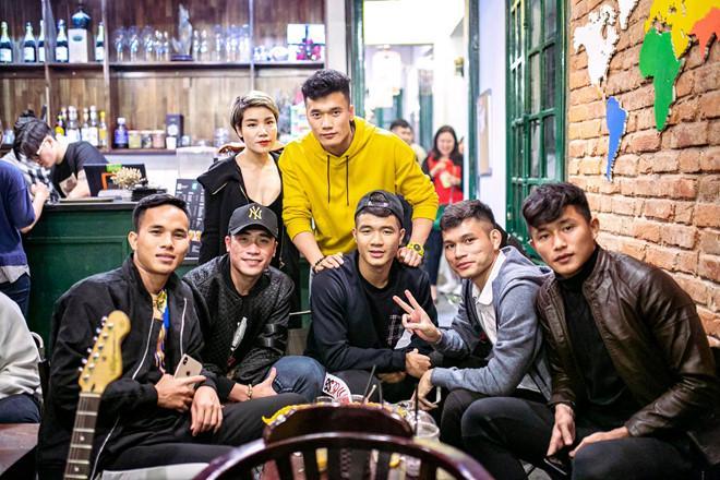 Thủ môn U22 Việt Nam có nụ cười duyên, từng là bạn trai Yến Xuân-9