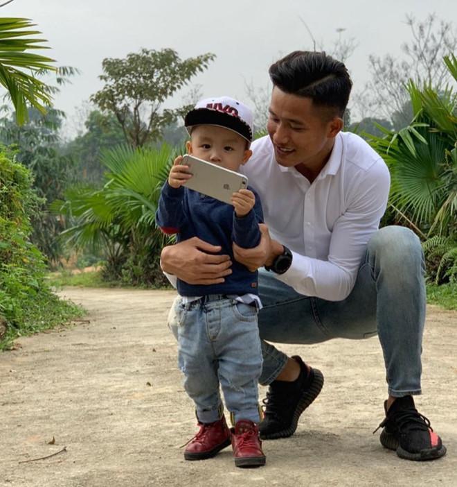 Thủ môn U22 Việt Nam có nụ cười duyên, từng là bạn trai Yến Xuân-10