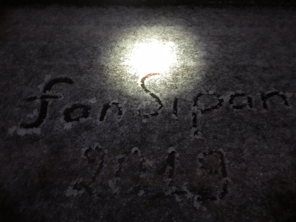 Mưa băng lã chã ngỡ tuyết rơi, phủ trắng đường lên đỉnh Fansipan-8