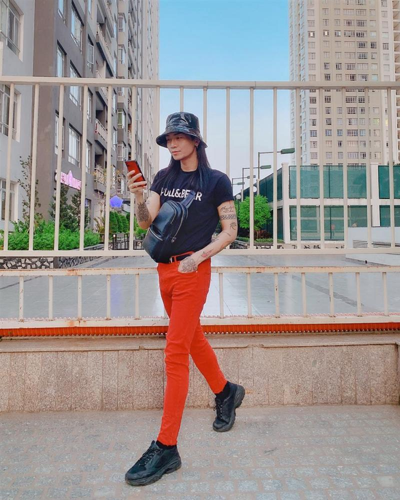 Tóc dài, quần đỏ chót: Ai dám soán ngôi street style nổi bật nhất của BB Trần tuần qua?-3