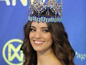 Đương kim Hoa hậu Thế giới xuất hiện tại Thái Lan, khán giả ngỡ ngàng: 'Trời ơi, đó là một thiên thần'