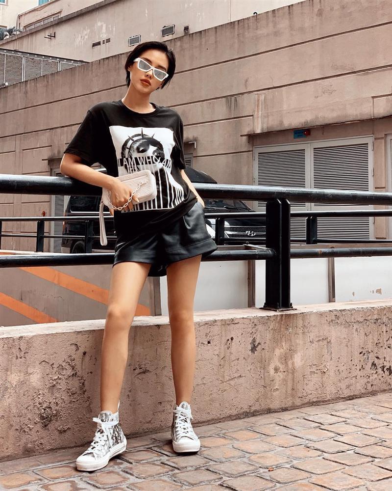 Tóc dài, quần đỏ chót: Ai dám soán ngôi street style nổi bật nhất của BB Trần tuần qua?-6