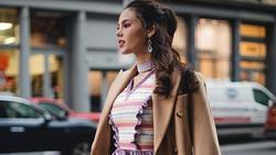 Cứ thích cầu kỳ 'bánh bèo', Hoa hậu Catriona Gray trông 'sến toàn tập' tại Tuần lễ thời trang New York