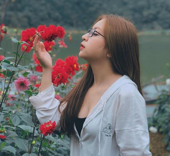 Đăng ảnh kiểu gì cũng bị chê hở ngực lộ eo, bạn gái Quang Hải chia sẻ status mới đảm bảo antifan đọc xong tức nghẹn họng-1