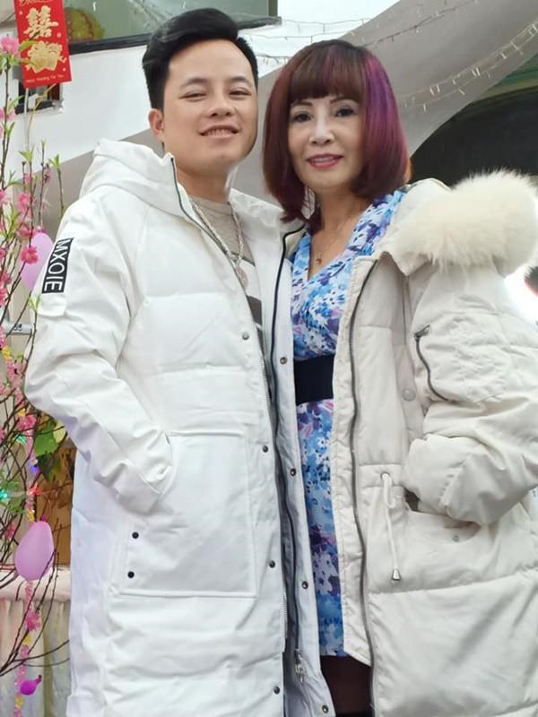 Bị chê già ăn mặc như trẻ trâu, cô dâu 62 tuổi livestream khẳng định body vẫn còn ngon nghẻ-1