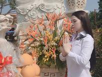 Nhà chức trách công bố Thư Dung bị bắt khi đang bán dâm, Á hậu đăng ảnh đi chùa: 'Giúp người là đức. Chịu thiệt là phúc'