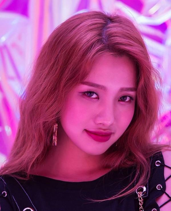 Nhóm nhạc KPop có thành viên người Việt sắp debut: Nghệ danh cô nàng gây chú ý-7
