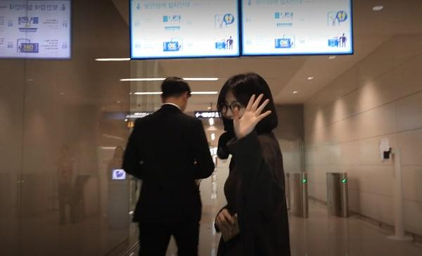 Giữa tin ly hôn Song Joong Ki, Song Hye Kyo đã không còn đeo nhẫn cưới-2