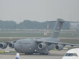 'Siêu máy bay' chuyên chở xe của Tổng thống Mỹ đáp xuống Nội Bài có gì đặc biệt?