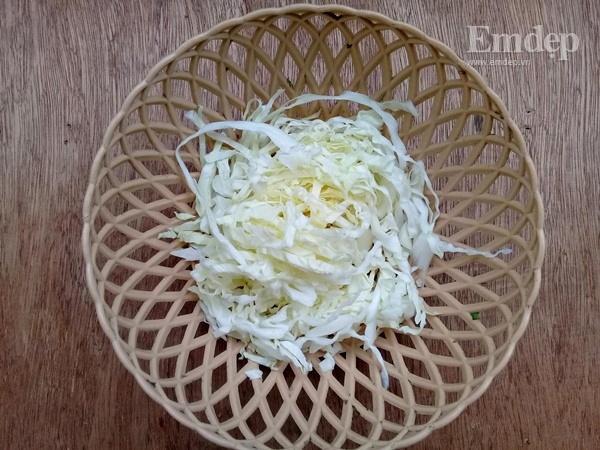Salad bắp cải trộn sốt mè rang ngậy thơm cho bữa sáng gọn nhẹ-1