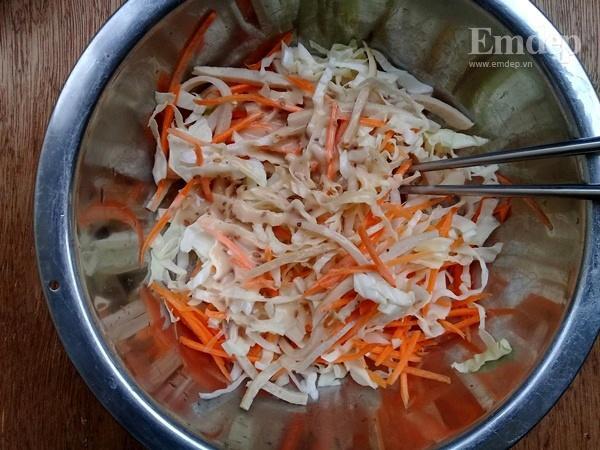 Salad bắp cải trộn sốt mè rang ngậy thơm cho bữa sáng gọn nhẹ-4