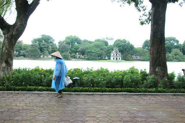 Gió mùa Đông Bắc tràn về, Hà Nội sắp mưa rét-1
