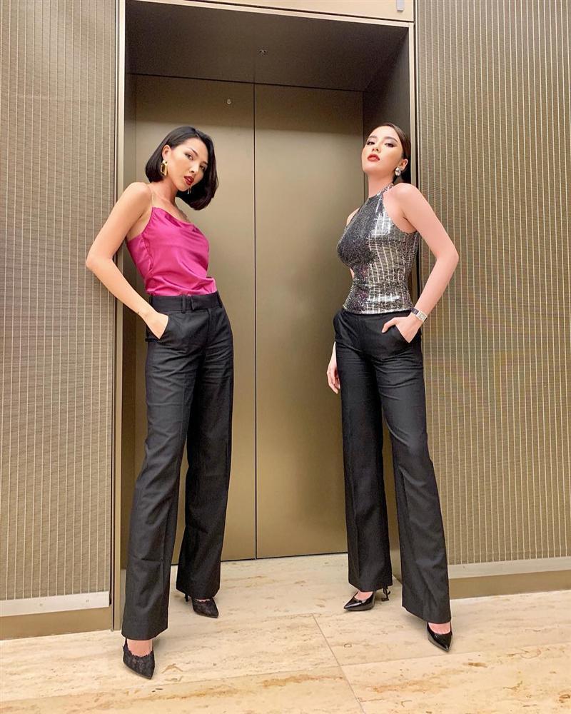 STREET STYLE SAO VIỆT: Tóc Tiên khoe body S-line với áo tắm - Tăng Thanh Hà lại kín mít như mafia áo đen-6
