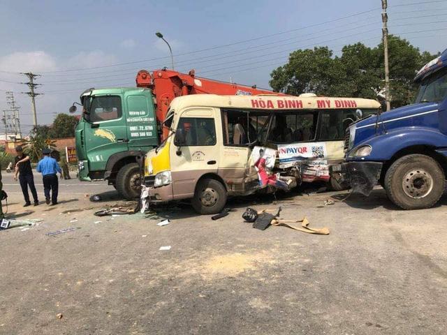 Tai nạn liên hoàn trên Đại lộ Thăng Long, một phụ nữ đứt lìa cánh tay-1