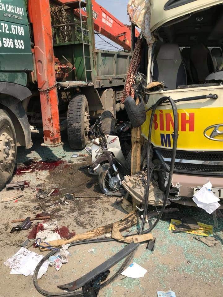 Tai nạn liên hoàn trên Đại lộ Thăng Long, hai vợ chồng tử vong-2