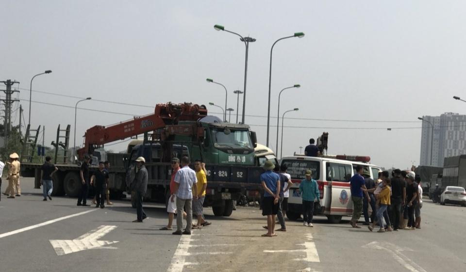 Tai nạn liên hoàn trên Đại lộ Thăng Long, hai vợ chồng tử vong-3