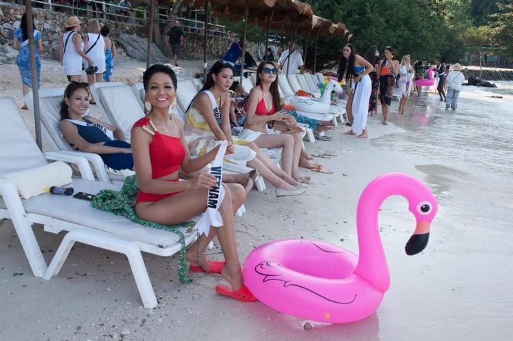 Sau tất cả, đây mới là món giầy hiệu mà Hoa hậu HHen Niê yêu nhất với giá chỉ 10.000 đồng-3