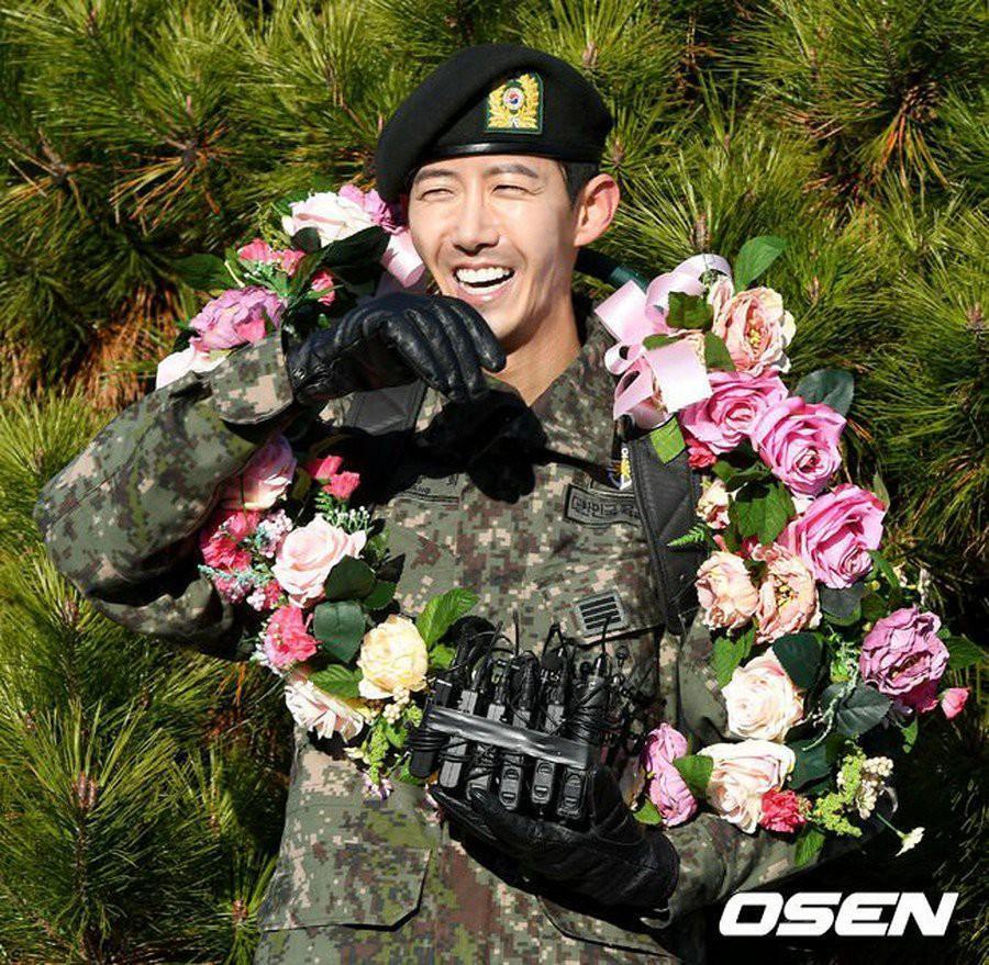 Sao nam Hàn thừa nhận phẫu thuật cả khuôn mặt, hứng chịu gạch đá vì quá gầy-2