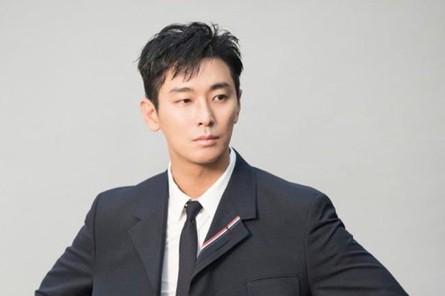 Sao nam Hàn thừa nhận phẫu thuật cả khuôn mặt, hứng chịu gạch đá vì quá gầy-3