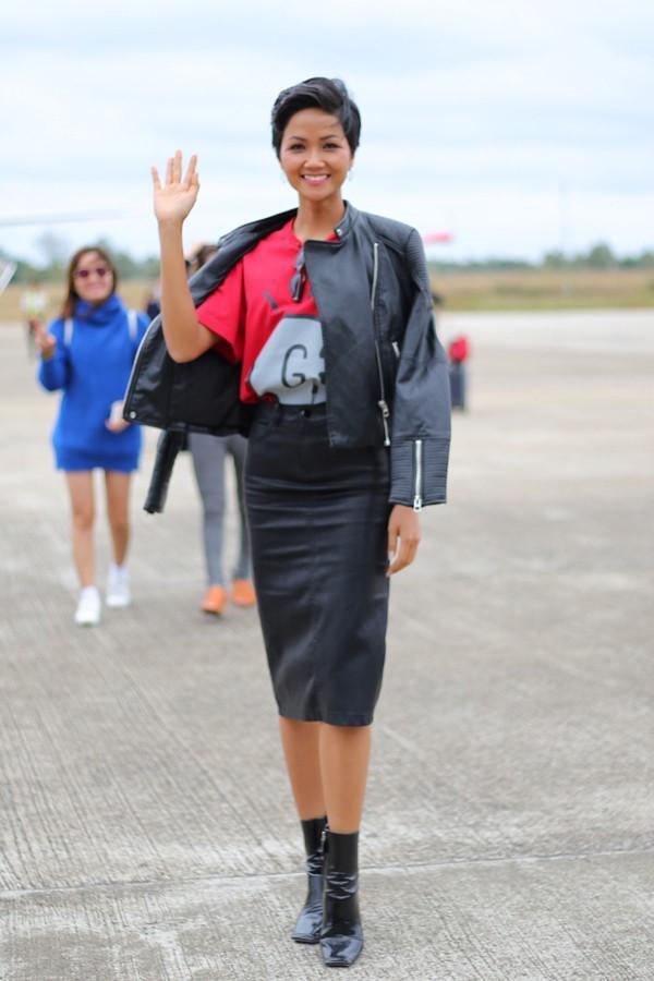 Sau tất cả, đây mới là món giầy hiệu mà Hoa hậu HHen Niê yêu nhất với giá chỉ 10.000 đồng-11
