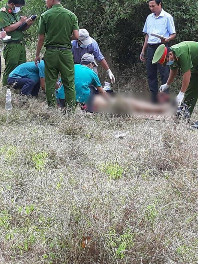Bình Thuận: Phát hiện người phụ nữ chết lõa thể cạnh xe máy gần bờ hồ thuỷ lợi-1