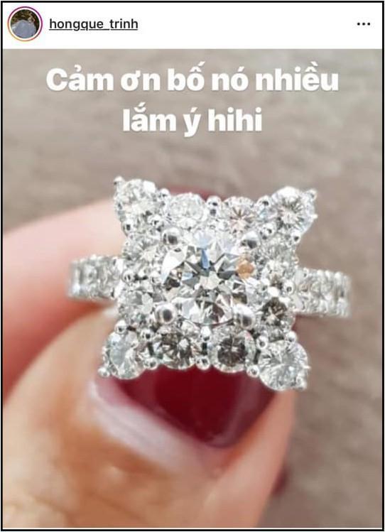 Ơn giời, sau bao tố cáo sống ảo thì cuối cùng nhẫn kim cương 500 triệu đã yên vị trên tay Hồng Quế-3