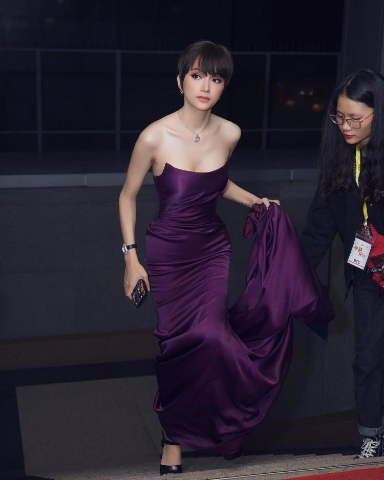 Đầu năm diện lại váy cũ của Hương Giang Idol, Đỗ Mỹ Linh nhường bước trước đàn chị vì chi tiết nhỏ xíu này-5