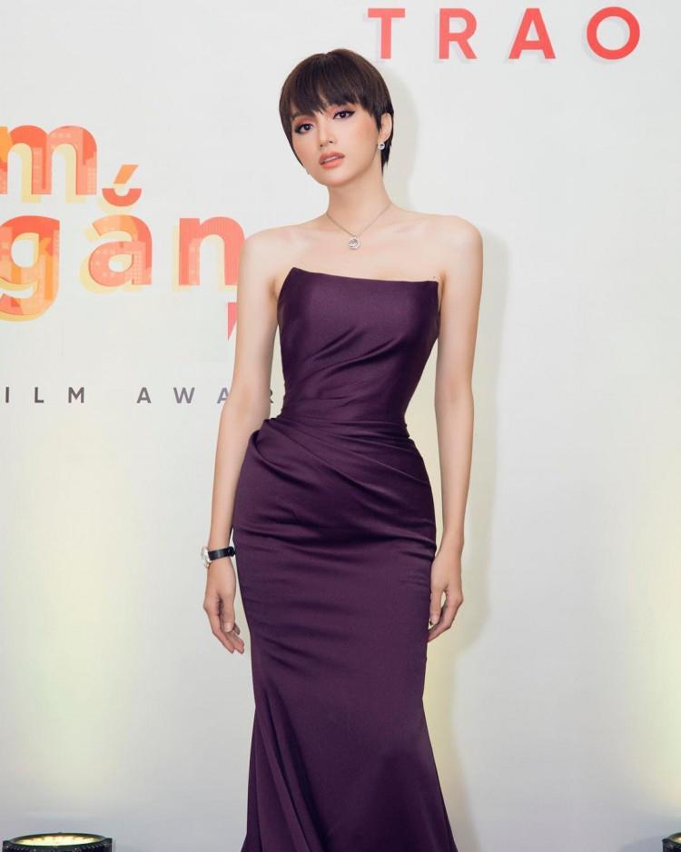 Đầu năm diện lại váy cũ của Hương Giang Idol, Đỗ Mỹ Linh nhường bước trước đàn chị vì chi tiết nhỏ xíu này-6
