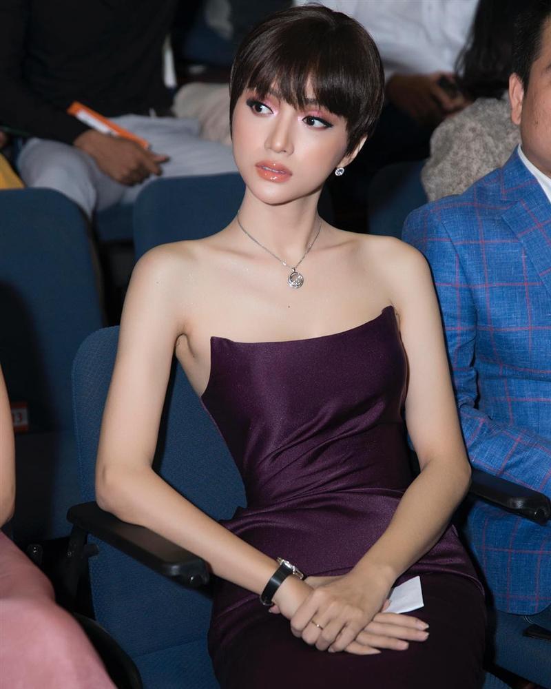 Đầu năm diện lại váy cũ của Hương Giang Idol, Đỗ Mỹ Linh nhường bước trước đàn chị vì chi tiết nhỏ xíu này-7