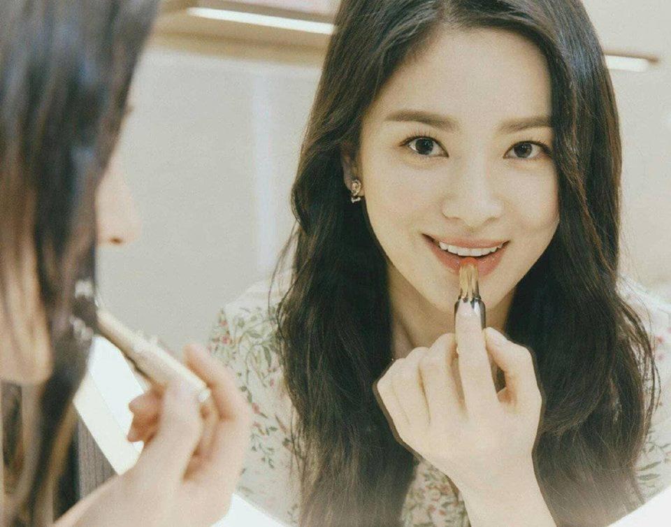 Đẹp xuất sắc trong sự kiện mới nhưng ngón tay không đeo nhẫn cưới của Song Hye Kyo mới thu hút sự chú ý-5