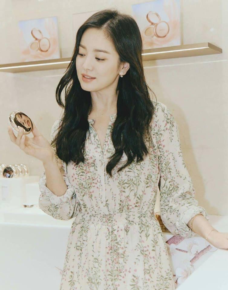 Đẹp xuất sắc trong sự kiện mới nhưng ngón tay không đeo nhẫn cưới của Song Hye Kyo mới thu hút sự chú ý-6